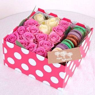 7 макарун с розовыми розами